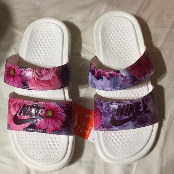 best cheap 30c39 69361 Nike Women s Benassi Duo Ultra Slide Floral Print